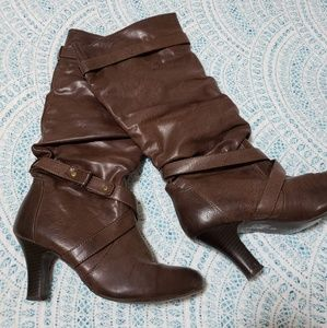 Brown heeled boots. Size 10.
